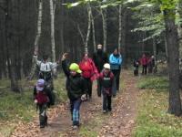 Vlčata kdesi v lese na pochodu v roce 2015